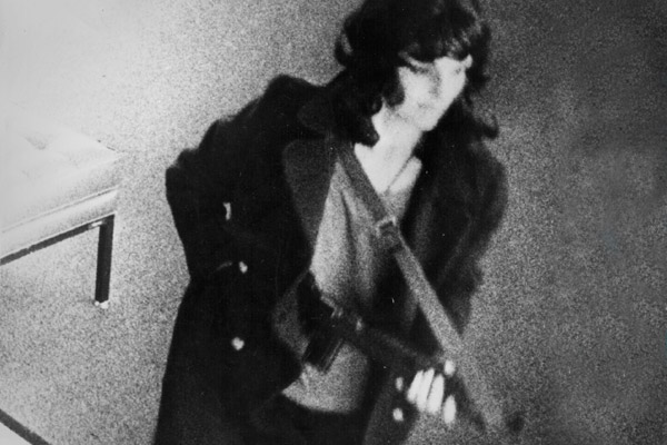 40951534-Female_Bank_Robbers_Patty_Hearst